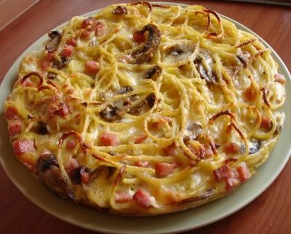 frittata di spaghetti con pancetta affumicata